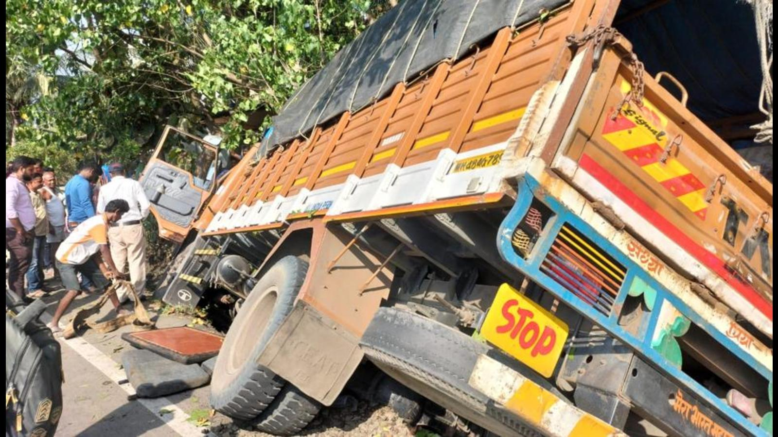 Constable killed after truck collides with bike in Palghar