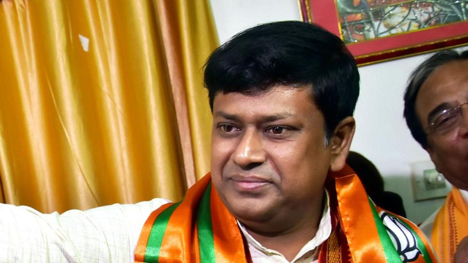 At BJP's East Burdwan unit meet, rival factions hurl chairs at each other