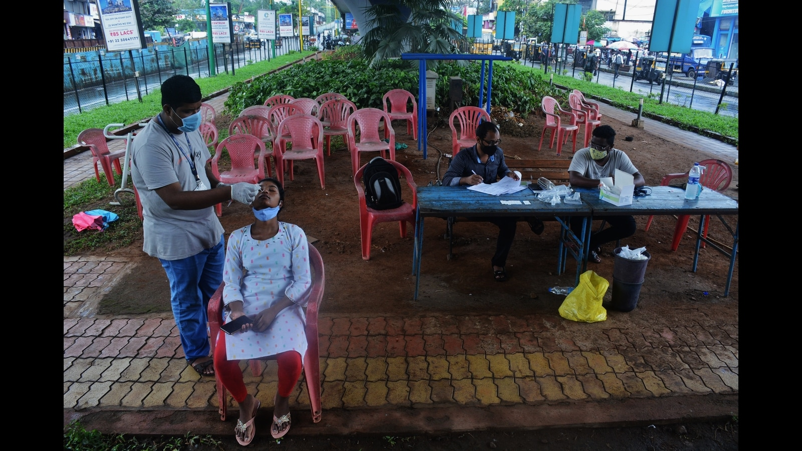 Thane district sees overall decline in positive Covid cases