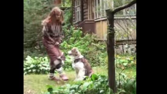 Woman dancing with dog(Instagram/@tasya_kindart)