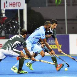 India are facing Pakistan in a Super 4 match of the 2017 Asia Cup hockey tournament in Dhaka on Saturday. Get live score of India vs Pakistan here.