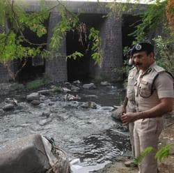 ADG ( technical) D C Sagar inspecting the scene of gang rape near Habibganj Railway station in Bhopal.