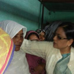 Trinamool MP Kakoli Ghosh Dastidar speaks to the wife of the victim. (Picture courtesy: Rahul Mondal)