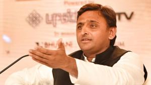 Uttar Pradesh chief minister Akhilesh Yadav said people in a democracy pay governments in the same coin if they hurt them, criticising the Narendra Modi-led government's move to demonetise Rs 500 and Rs 1000 banknotes.(HT Photo)