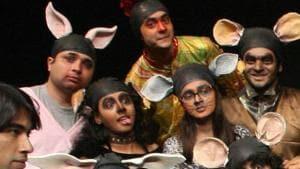 A still from the play Jiyo Jee Bharke.(HT Photo)