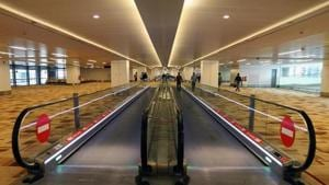 Passengers walk inside the T3 terminal of Indira Gandhi International Airport in New Delhi. The Terminal 3 went into a tizzy on Friday after a man who arrived on an Air India flight from Dubai claimed to be an ISI agent.(Reuters)