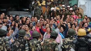Thousands of slogan-shouting women led by the Gorkha Janmukti Nari Morcha confronting police and paramilitary forces is now a common sight.(AFP)