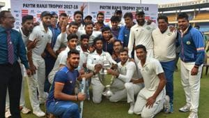 Vidarbha players celebrate with the trophy after winning the Ranji Trophy final against Delhi in Indore on Monday.(PTI)