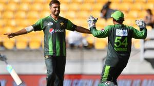 Rumman Raees (L) said that dismissing Virat Kohli will be a great feeling for the Pakistan fast bowler.(AFP)