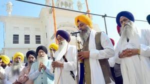 Akal Takht jathedar Giani Gurbachan Singh performing ardas at Golden Temple in Amritsar on Thursday.(HT Photo)