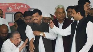 The Yadav family feud broke out in 2016 between Akhilesh Yadav and uncle Shivpal Yadav over control of the Samajwadi Party.(HT file)