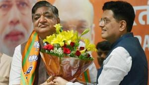 Senior Samajwadi Party leader and Rajya Sabha MP Naresh Agarwal is welcomed by Union minister Piyush Goyal as he joins BJP at party headquarters in New Delhi on Monday.(PTI)