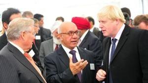 File photo of Labour MP Virendra Sharma (centre) with foreign secretary Boris Johnson.(Courtesy Labour Party)