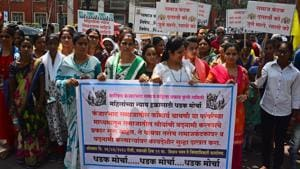 Kanjarbhat community members, in support of the virginity ritual, held a protest march from the Vidhan Bhavan to collectorate in Pune on Monday, March 26.(Shankar Narayan/HT PHOTO)