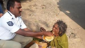 The image has garnered praise for B Gopal and his humane action.(Harsha Bhargavi on Twitter)