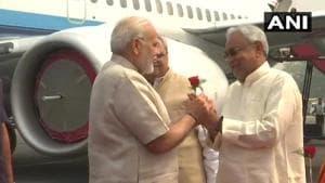 Bihar chief minister Nitish Kumar welcomes Prime Minister Narendra Modi in Patna on Tuesday.(ANI/Twitter)