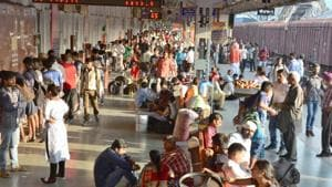 Passengers rush at platform number 1, waiting for their scheduled trains at Railway station in Ludhiana, (File photo)