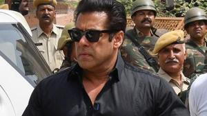 Actor Salman Khan arrives at a court to hear the verdict in the long-running wildlife poaching case against him in Jodhpur on April 5, 2018.(AFP)