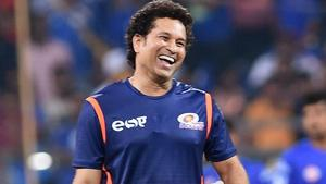 Sachin Tendulkar played cricket with some kids on the streets of Mumbai and the video was posted on Twitter by Vinod Kambli.(PTI)