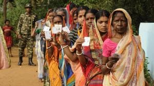 Officials indicate that election commission is not keen on a single-phase election as Bengal's security apparatus is lacking — there are only 46,000 policemen for about 58,000 booths.(Samir Jana/ HT File Photo)