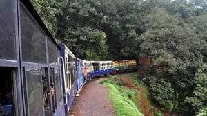 Locals residing between Neral and Matheran will soon be allowed to sell local cuisine, display their art work and culture on the railway premises and the entire rail route.(HT File)