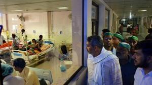 Children receive treatment in the Encephalitis Ward at the Baba Raghav Das Medical College Hospital in Gorakhpur.(PTI File Photo)