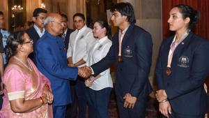 President Ram Nath Kovind and sports minister Rajyavardhan Rathore greet 2018 Commonwealth Games medallists at Rashtrapati Bhavan in New Delhi on Monday.(PTI)