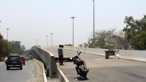 The victim was crossing the Thane-Belapur road when she was hit by a passing car(HT Photo)
