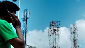 The draft policy also proposes recognising of mid-band spectrum, particularly the 3 GHz to 24 GHz range, for next-generation networks.(Pradeep Gaur/Mint)