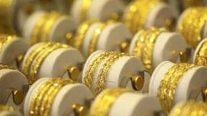 The accused fled with about 300 grams of gold and ₹45,000 in cash.(Representational photo)
