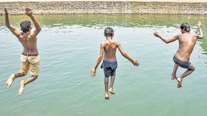 Children jump into a canal near Janta Vasahat to escape the scorching heat.(SANKET WANKHADE/ HT PHOTO)