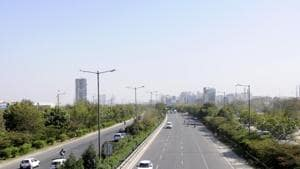 The Rs5,763 crore EPE will provide signal-free connectivity between Ghaziabad, Faridabad, Gautam Budh Nagar (Greater Noida) and Palwal on the periphery of Delhi, channelling non-Delhi-bound traffic, decongesting the capital and reducing pollution.(File photo)