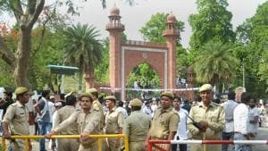 Security personnel stand guard as students stage a protest over Jinnah portrait issue outside the Aligarh Muslim University gate in Aligarh on May 4.(PTI File Photo)