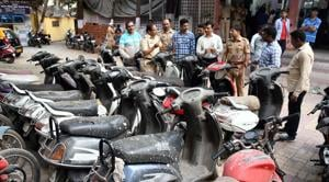 Mumbra police seized 26 motor cycle and arrested nine minor accused in Thane(HT Photo)