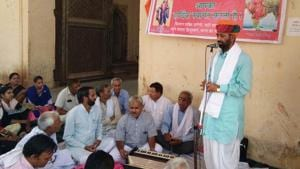 Supporters of Bharatiya Kisan Sangh at a sit-in Alwar on Monday.(HT Photo)