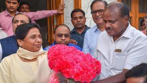 JD(S) leader and Karnataka chief minister-designate HD Kumaraswamy (right) greets BSP chief Mayawati at her residence in New Delhi on Monday.(PTI)