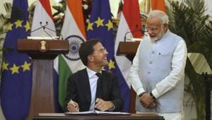 Prime Minister Narendra Modi with his Dutch counterpart Mark Rutte while signing documents on the International Solar Alliance in New Delhi on Thursday.(AP photo)