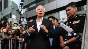 Malaysia's former prime minister Najib Razak speaks to the media after being questioned at the Malaysian Anti-Corruption Commission office in Putrajaya on May 24, 2018.(AFP photo)