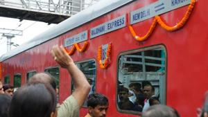 Window panes of eight coaches of the Sealdah-New Delhi Rajdhani Express were damaged in stone pelting.(HT/Photo for representation)
