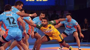 Monu Goyat (yellow) became the costliest player in Pro Kabaddi League auction history.(Twitter)