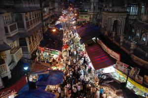 Going to Bhendi Bazaar at Ramzan is a rite of passage for anyone living in Mumbai. It's here that most Mumbaiites eat their first malpua, served with lashings of rabri, and their first roasted bater or quail.(HT File Photo)