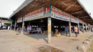 A wholesale vegetable market in Jalandhar wears a deserted look on the second day of farmers' protest on Saturday.(Pardeep Pandit/HT)