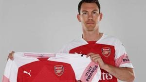 Stephan Lichtsteiner becomes new manager Unai Emery's first signing at Arsenal.(Twitter (@Arsenal))