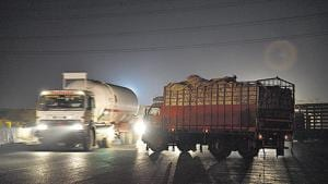 A view of trucks seen taking a wrong turn to the Eastern Peripheral Expressway on Delhi-Meerut road.(Sanchit Khanna/HT PHOTO)