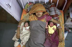 A mother with her twin daughters at a government hospital in Ganganagar.(HT File Photo/Representative Photo)