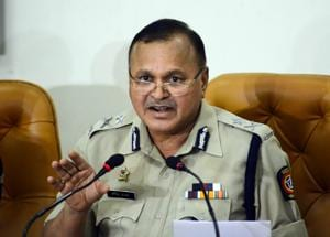 Ravindra Kadam, Pune's joint commissioner for law and order speaks during a press conference regarding the arrest of five persons with Maoist links on June 7, 2018.(HT Photo)
