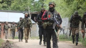 Army soldiers near the site of an encounter in Shopian, Jammu and Kashmir.(HT File Photo)
