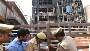 Police sealing Viraat International hotel in Charbagh area of Lucknow where a major fire broke out on Tuesday. The incident points towards the connivance of power employees with the hotel owners in creating a situation that led to the deadly fire.(HT Photo)