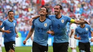 Get highlights of the match between Uruguay and Russia here. Uruguay thrash Russia to claim top spot in Group A of FIFA World Cup 2018.(REUTERS)