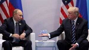 U.S. President Donald Trump meets with Russian President Vladimir Putin during their bilateral meeting at the G20 summit in Hamburg, Germany, July 7, 2017.(Reuters Photo)